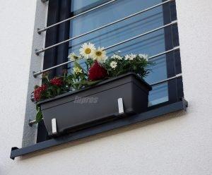 Wie befestigt man einen Blumenkasten sicher auf der Fensterbank?